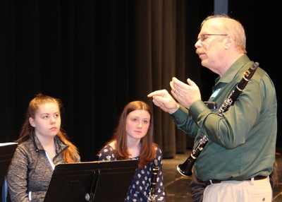Richard MacDowell conducts a master class in clarinet-image